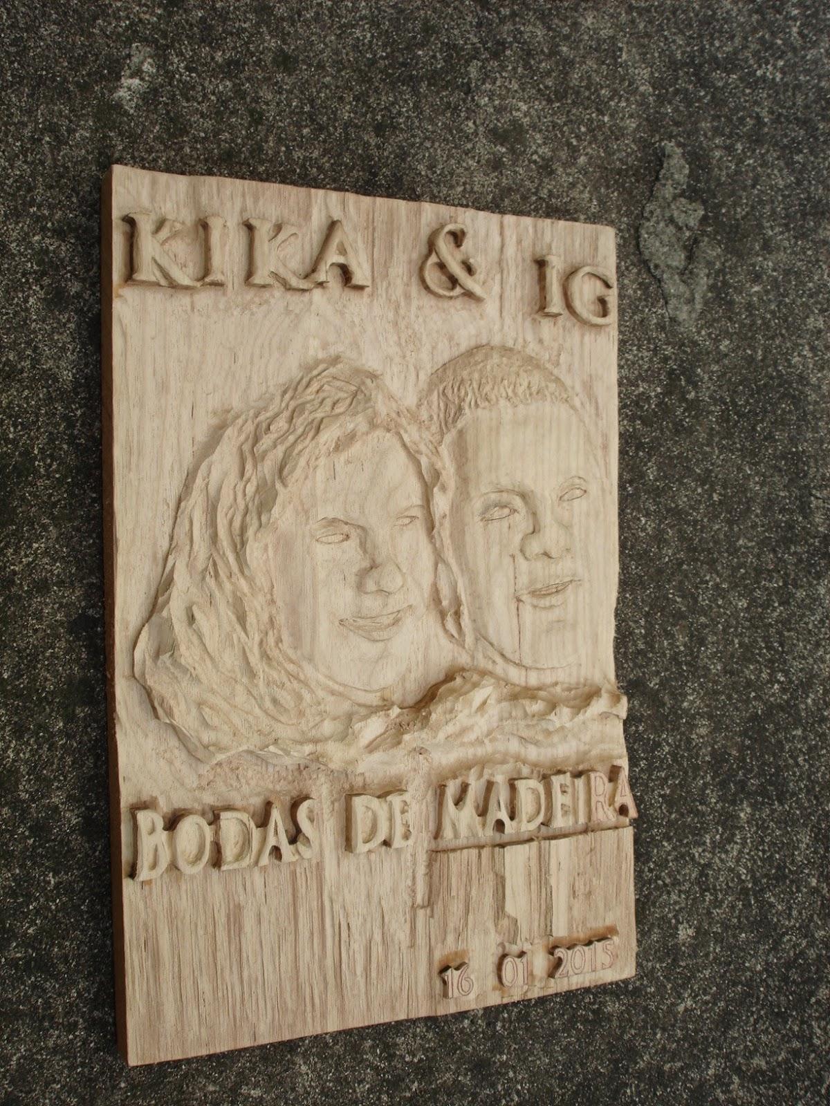 placa entalhada em madeira
