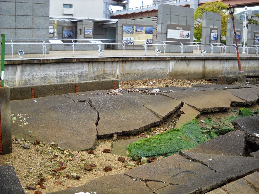the devastation and human loss during the great hyogo hashin earthquake of kobe