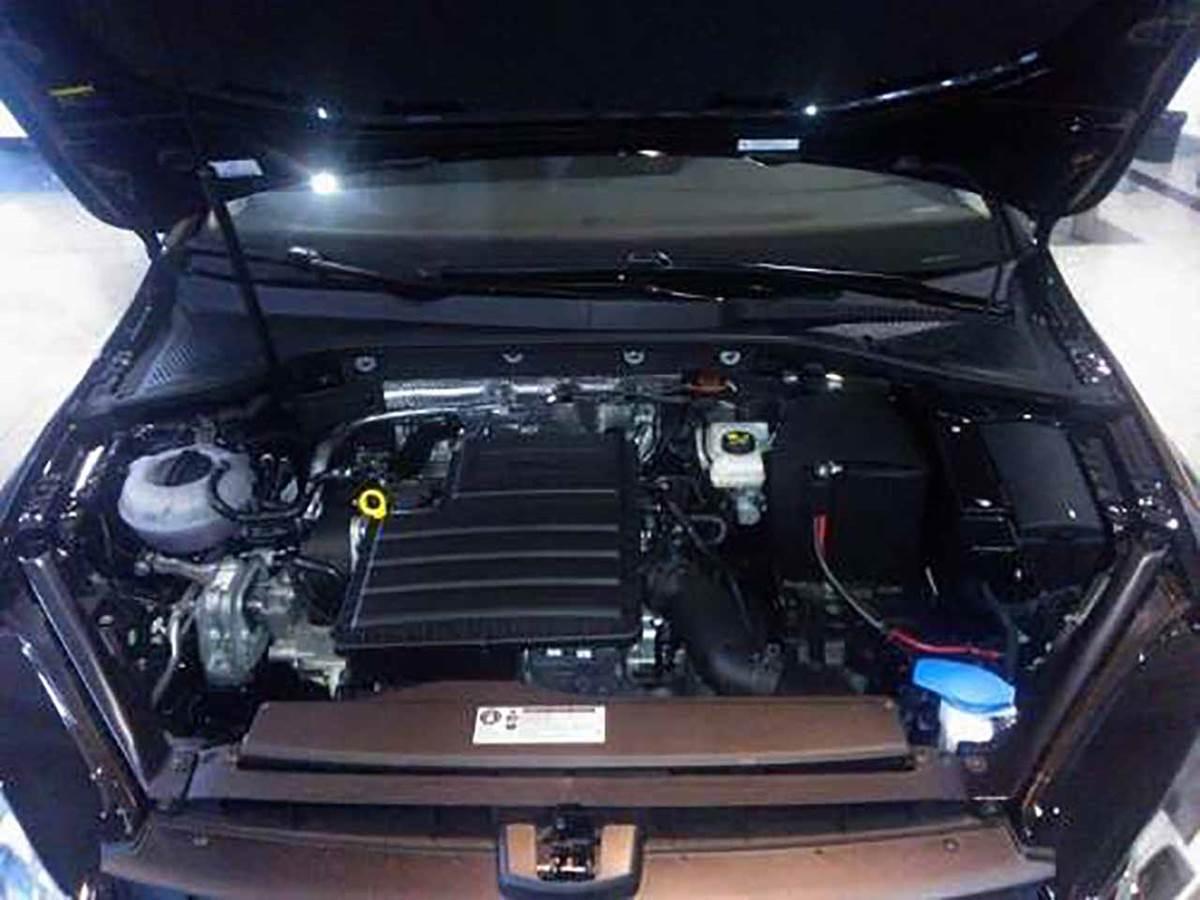 Volkswagen Golf Trendline 2015 - motor 1.6 16V