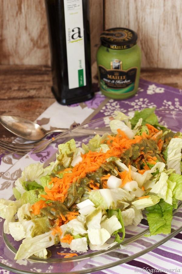 Ensalada surtida a la vinagreta de hierba