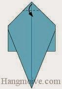 Bước 8: Gấp góc tờ giấy xuống phía dươi.