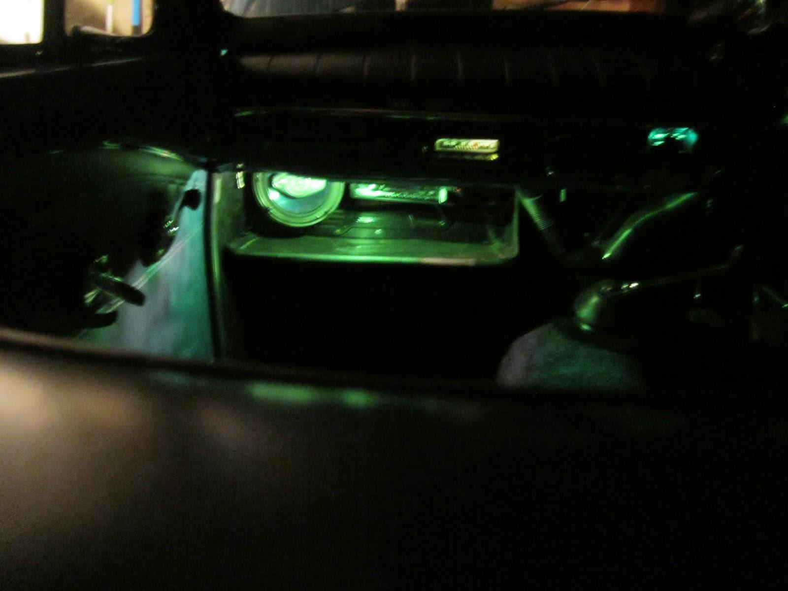 Green shelf light Volvo Amazon