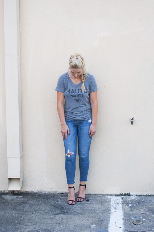 tee_shirt_and_heels