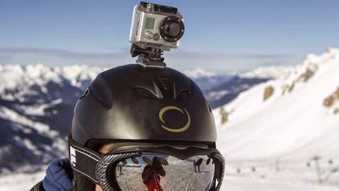 Σκιέρ με GoPro κάμερα: Με action κάμερες που λαμβάνουν βίντεο, αναρτώνται αυτά σε δικτυακούς τόπους όπως το YouTube και τα βλέπουν εκατομμύρια φορές.