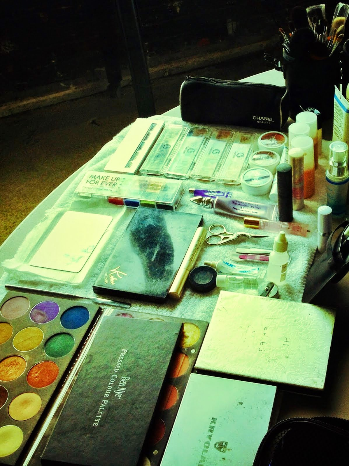 My makeup table, behind the scenes...