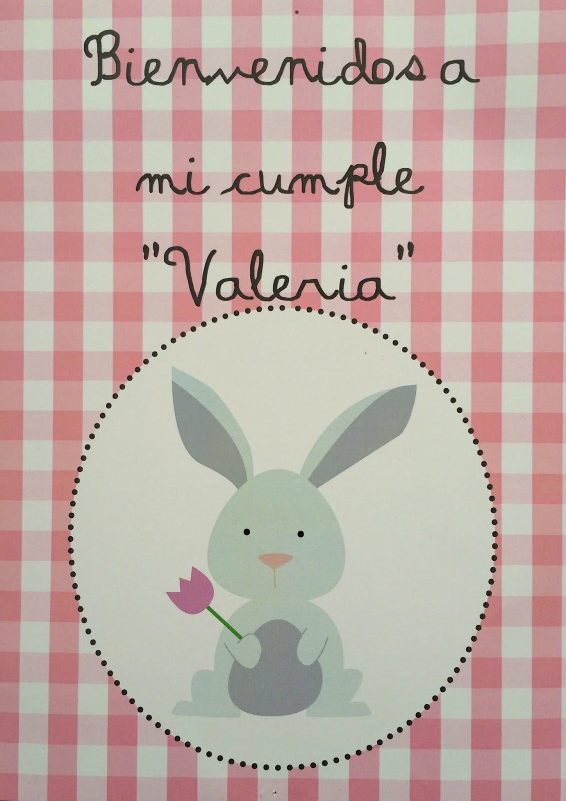 Cartel de cumpleaños con un conejito blanco