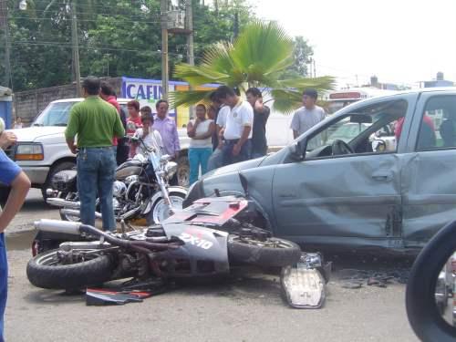 ... sufrir aparatoso accidente de transito en estado critico se encuentra