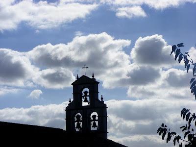 Campanario de La Ermita de las Montañas a contraluz