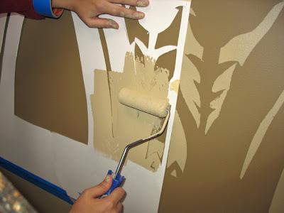 Menghias Ruangan Dengan Stencil Wall Art