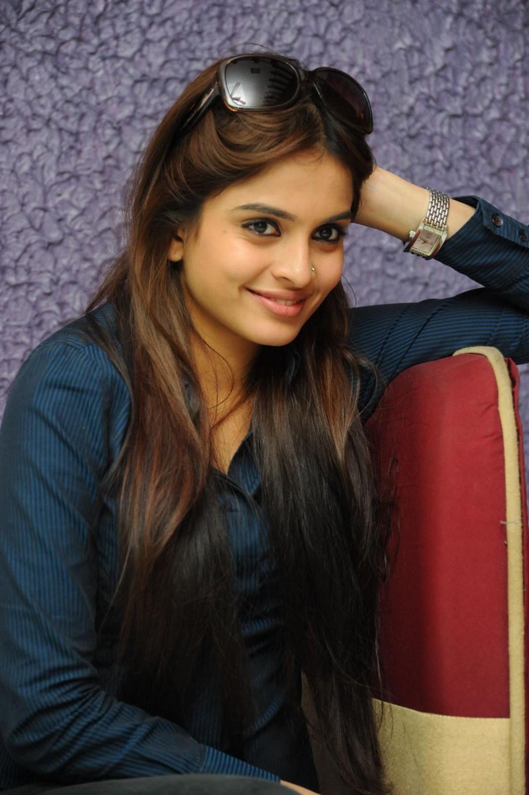 http://3.bp.blogspot.com/-A_c2u9dkdMo/TygrujGFRuI/AAAAAAAACWg/MjMTGPAg6_k/s1600/Sheena+Shahabadhi+cute+hot+images+(4).jpg