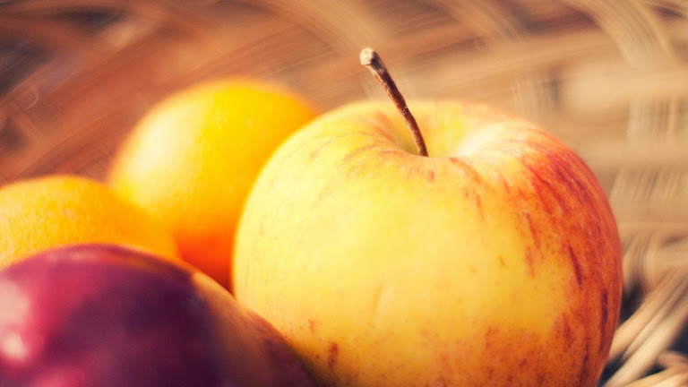 Delicious Apple HD Wallpaper 5
