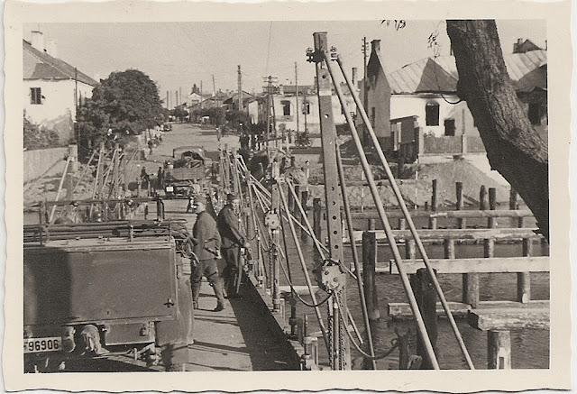 Przedbórz, naprawa mostu (ul. Trytwa). Fotografie z pierwszych miesięcy niemieckiej okupacji 1939. Fotografie udostępnił Paweł Grabalski.