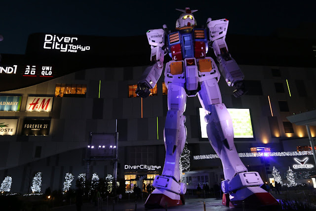 18-metre tall Gundam robot in front of Gundam Cafe at Odaiba in Tokyo Bay, Japan