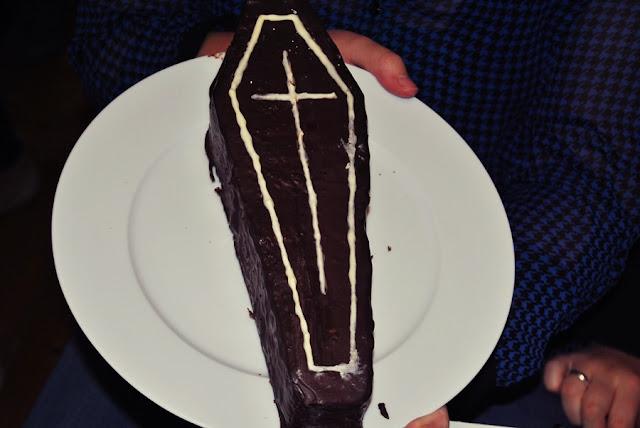 Halloween Sarg Kuchen