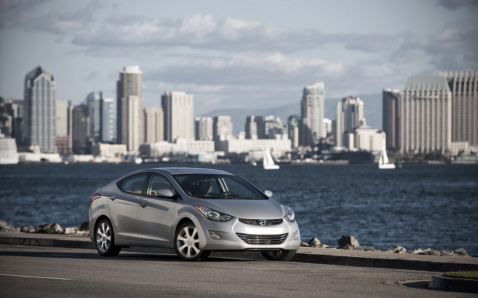 http://www.crazywallpapers.in/2014/03/hyundai-elantra-hd-pictures.html