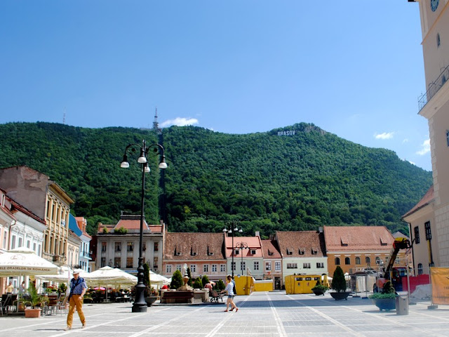 trip / travelling / Romania / oldtown / Brasov / mountain / hill /