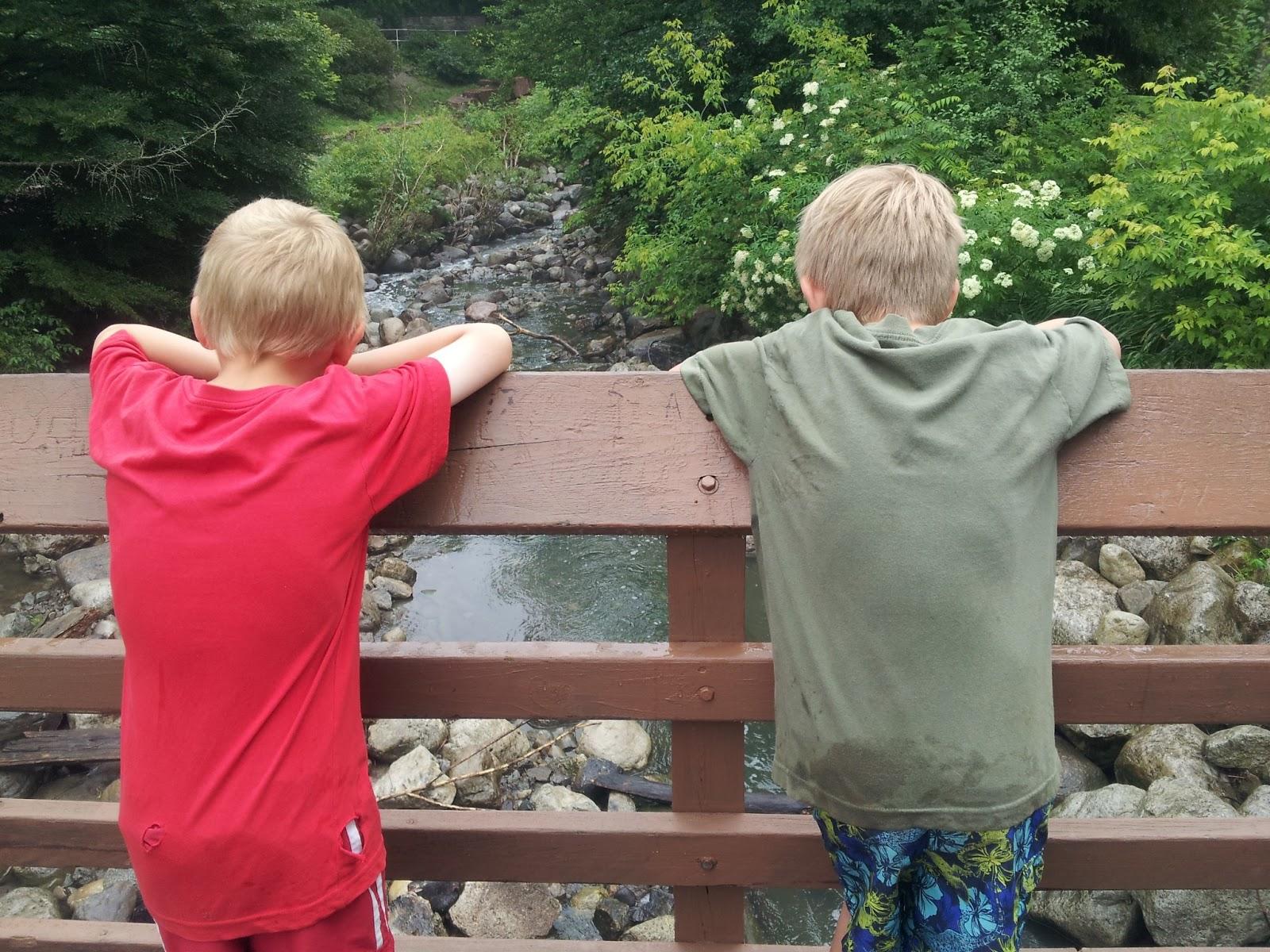 neighbourhood exploring, scavenger hunt, kids, outdoor activities