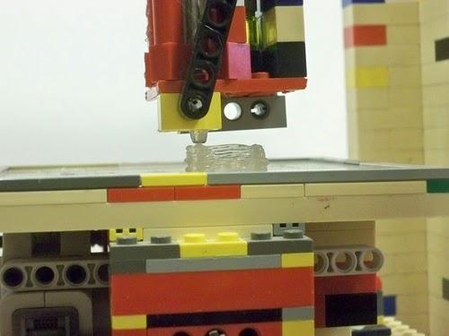05-Lego-3D-Printer-Engineering-Student-Matthew-Kreuger-www-designstack-co