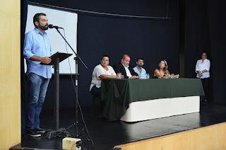 Conselheiro tutelar Rodrigo Pinto Ribeiro (ao microfone): dedicação na defesa de crianças e adolescentes