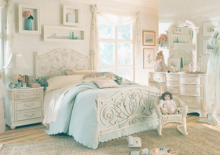 Antique white bedroom furniture furniture for Black and white vintage bedroom ideas