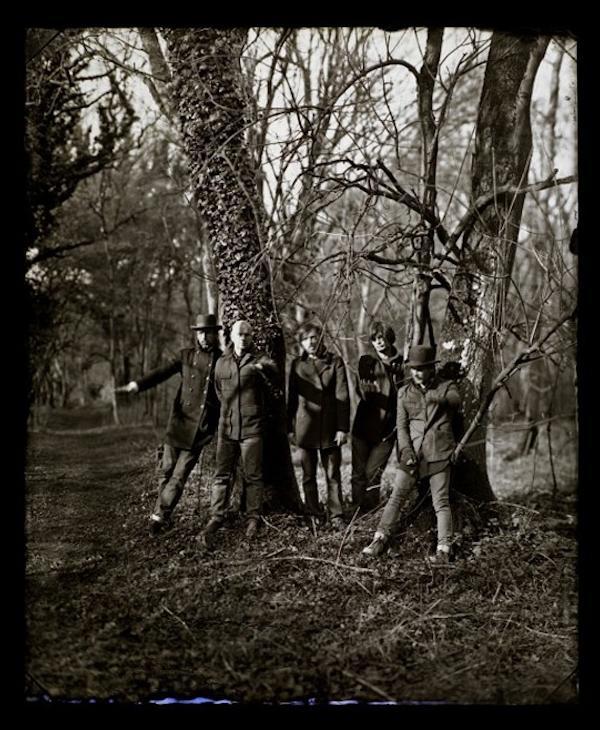 Ok radiohead e surge o primeiro single de the king of limbs novo lbum do radiohead trata se de lotus flower msica e vdeo de extrema beleza e sutil delicadeza mightylinksfo