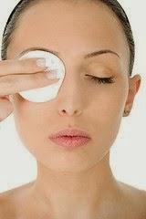Removing-eye-makeup