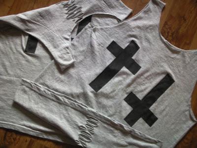 diy punk ćwieki krzyż agrafki moda rock koszulka cięcia