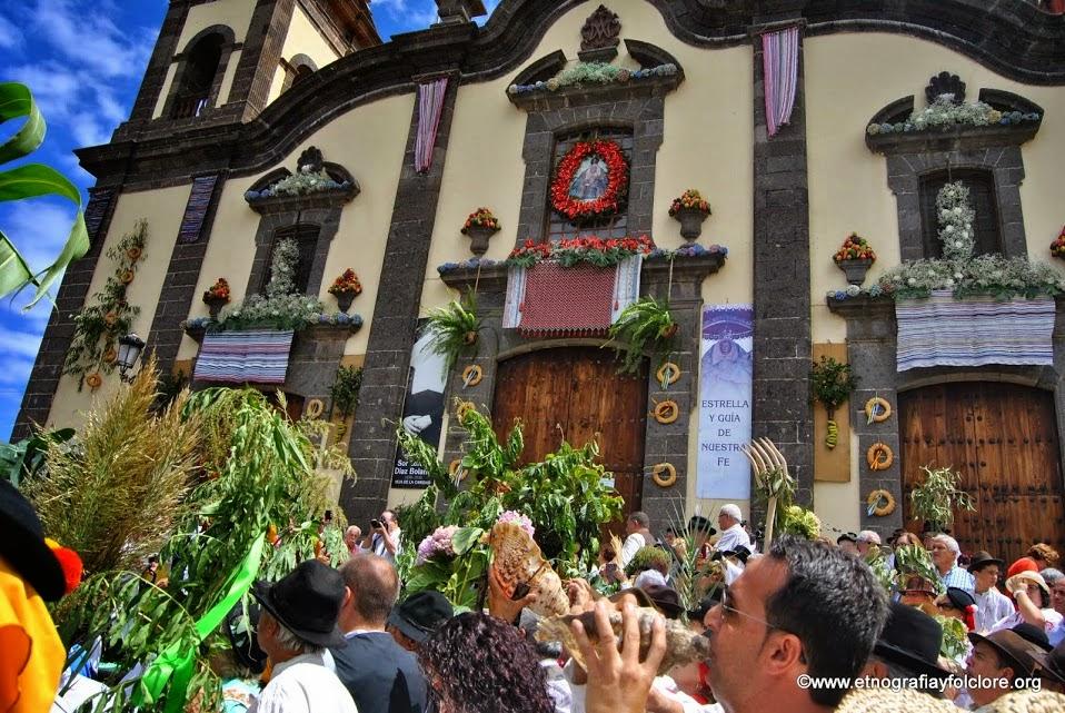 FOTOS: PROCESIÓN Y ROMERÍA DE LAS MARÍAS 2014