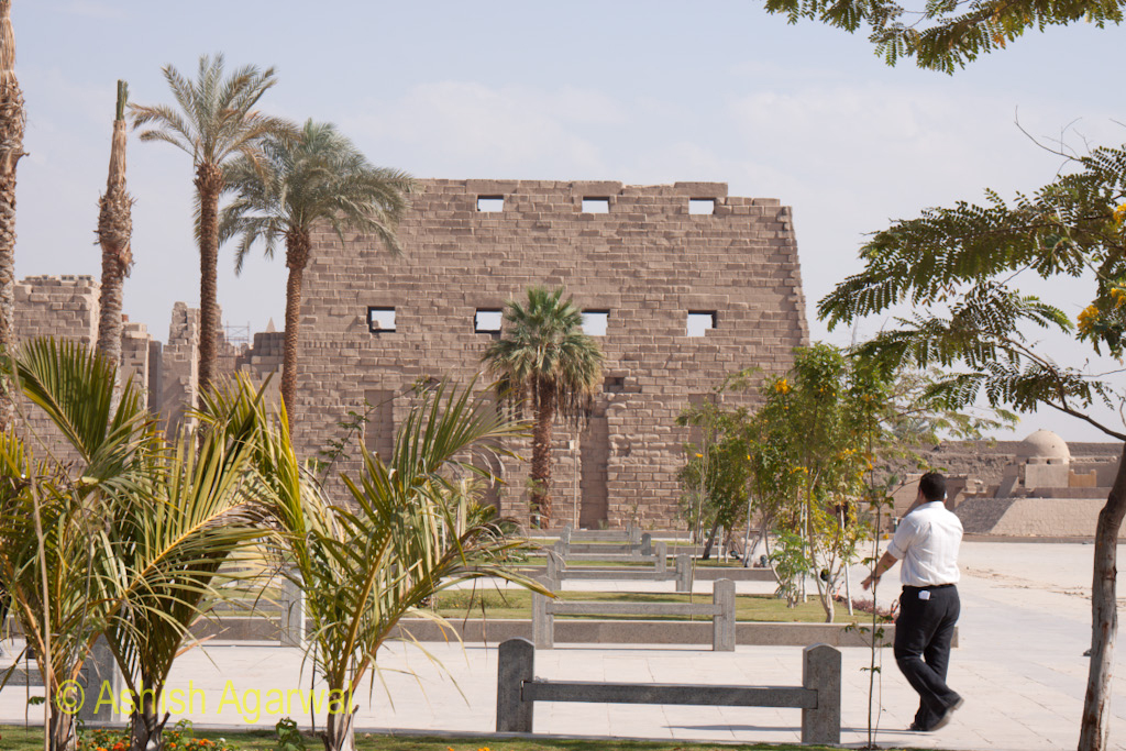 Tourist waiting for fellow group members in front of the Karnak temple in Luxor