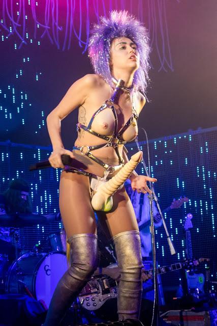 More photos of Miley Cyrus Dead Petz tozr