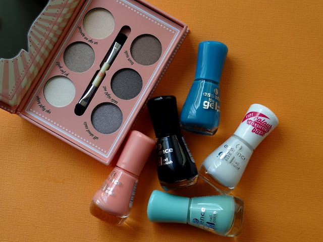 Essence How To Make Nude Eyes Palette and Gel Nail Polishes