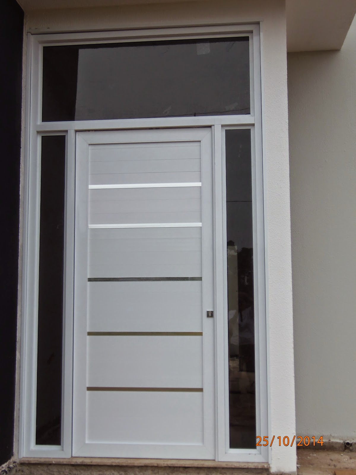 #A25A29 porta tem 2 50 m de altura e mais 1 00 de vidro na parte superior. 1184 Portas E Janelas De Madeira Em Montes Claros