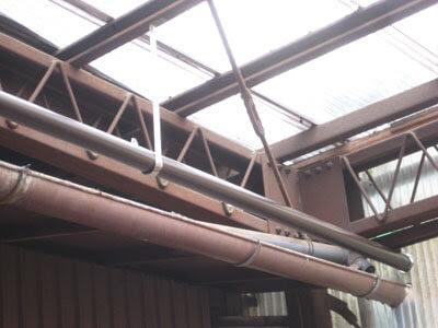 横浜市 青葉区 雨樋修理工事 室内雨漏り 立樋 ステンレス 吊り金具