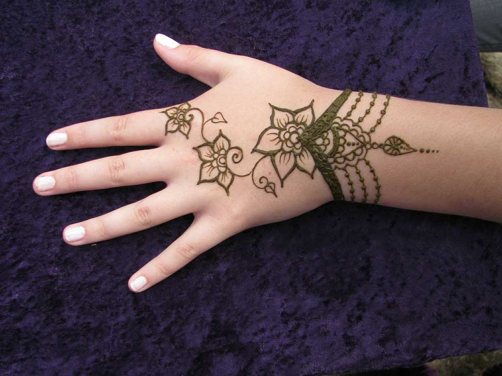 Mehndi Designs For Hands : Simple and Beautiful Mehndi Designs For ...