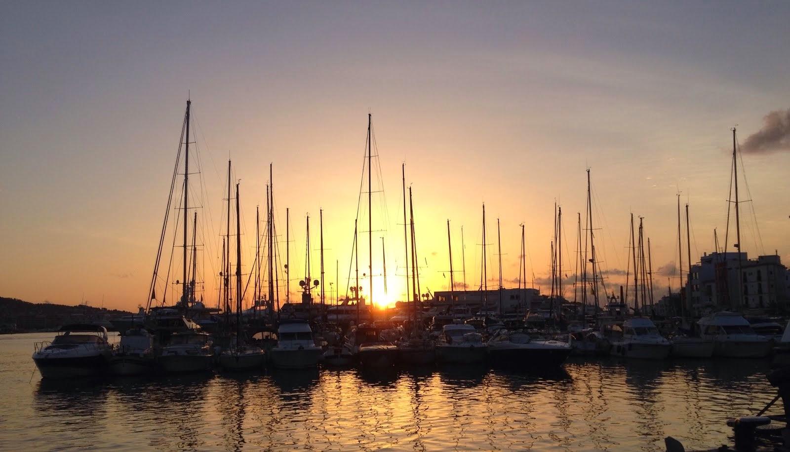 Ibiza Hafen früh am Morgen