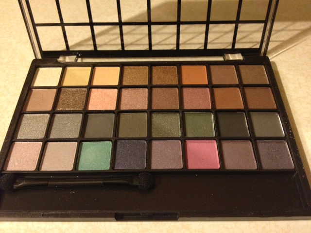 Review e l f 32 piece eyeshadow palettes rose 39 s reviews for Cool neutral color palette