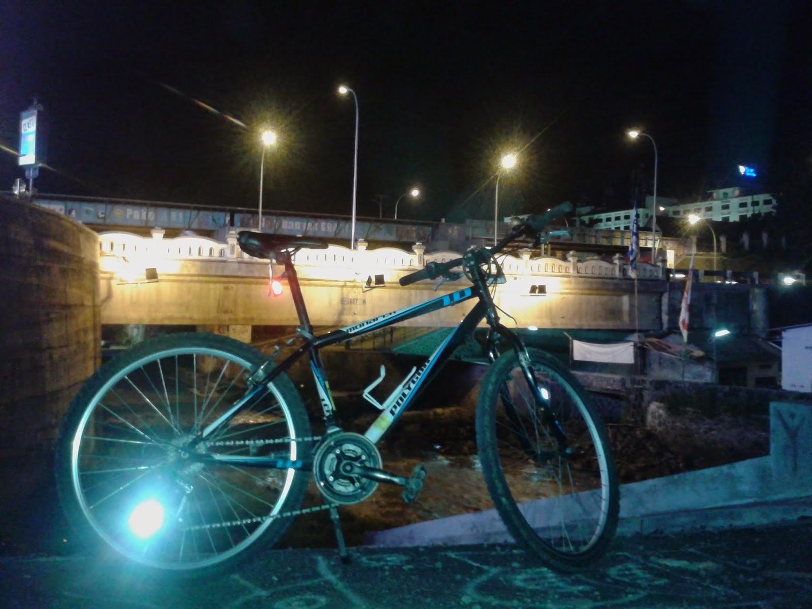 Sepeda dibawah Jembatan Kleringan