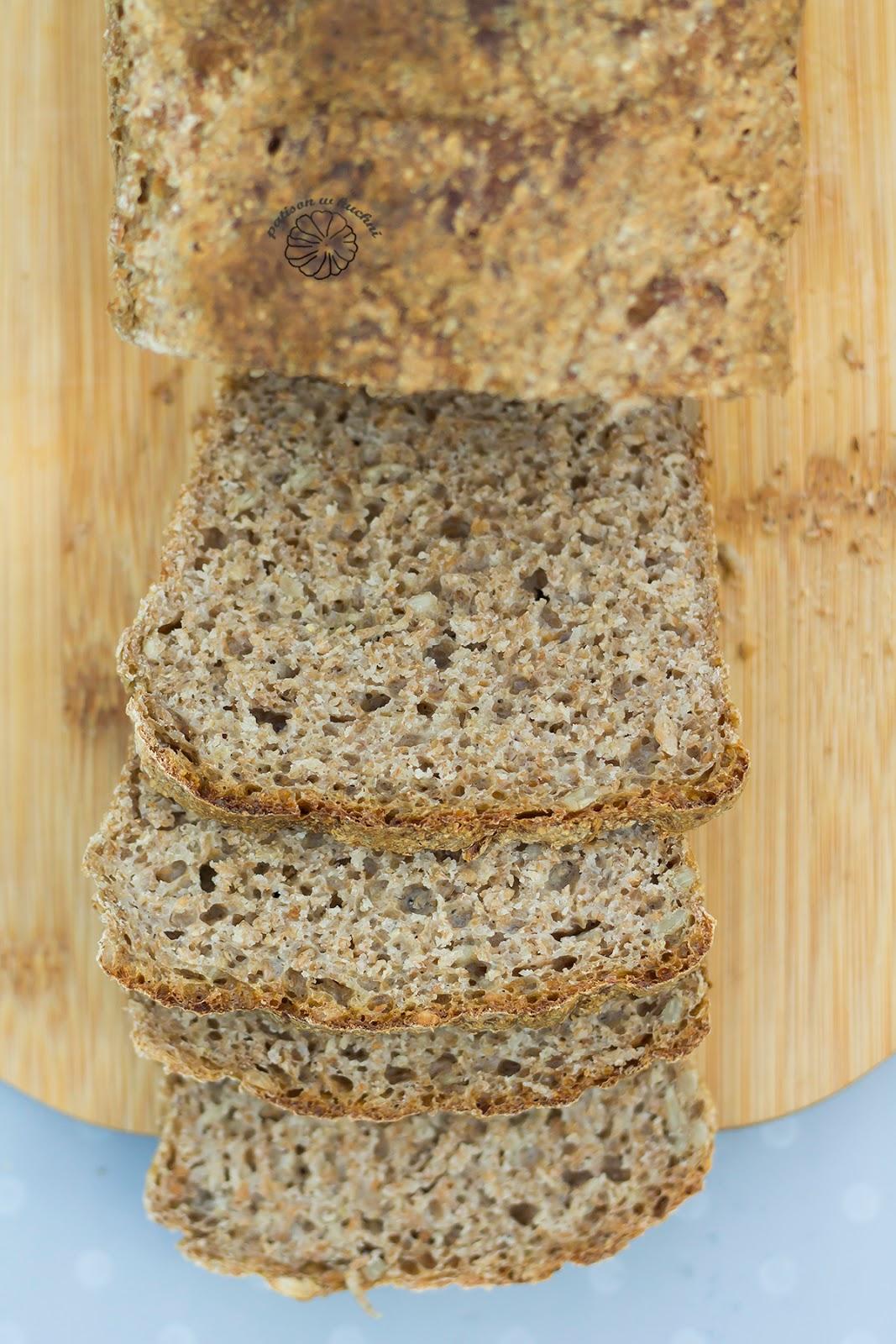 Chleb pszenny z mąki pełnoziarnistej na żytnim zakwasie.