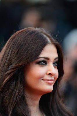 Aishwarya Rai sizzles at premiere of 'Blood Ties' at Cannes Film Festival
