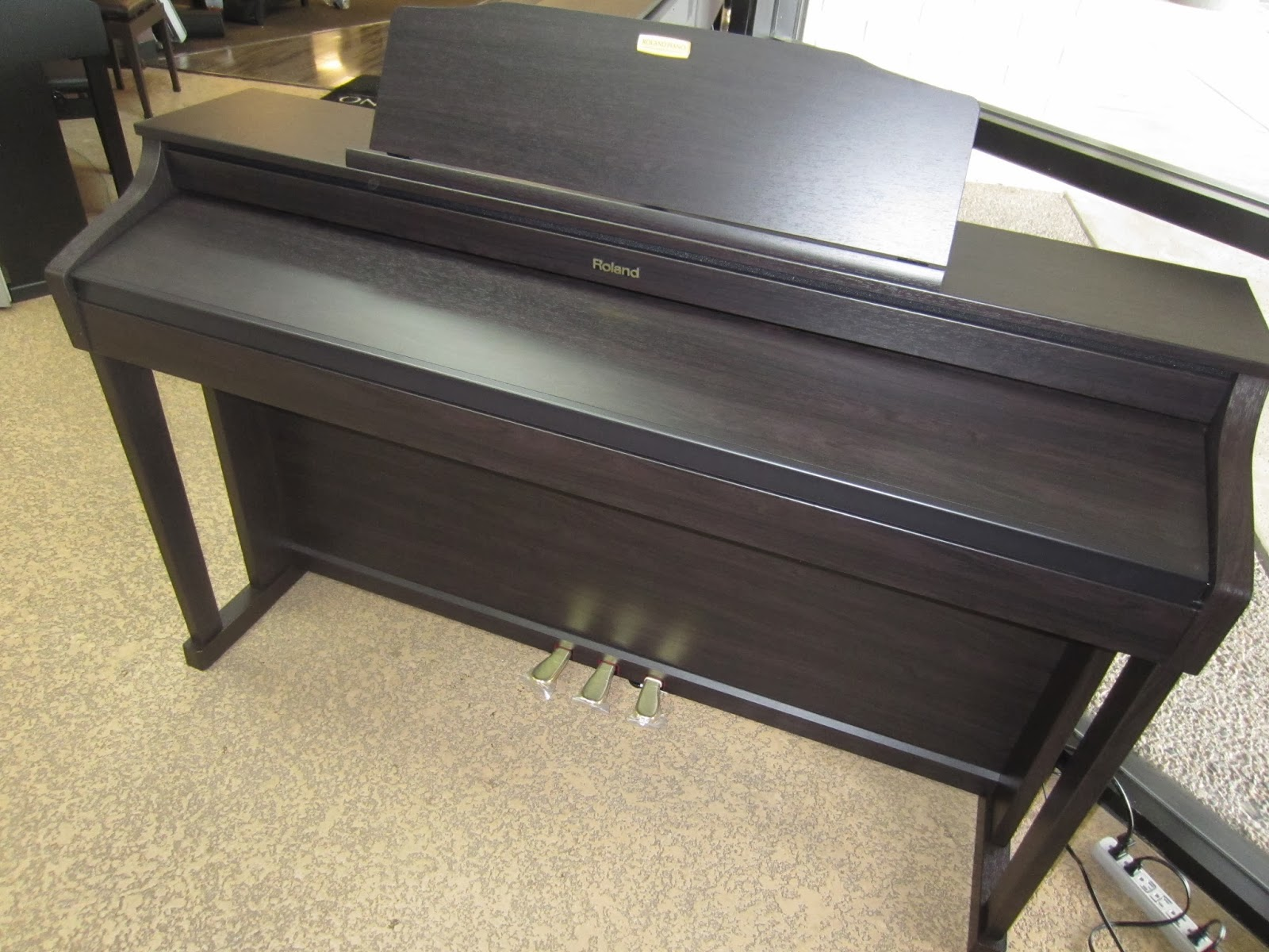 Roland HP506 digital piano