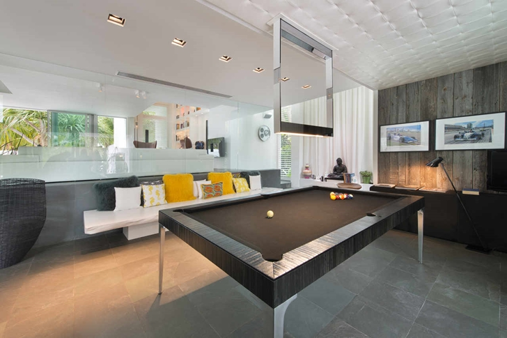 Gaming room in Modern mansion in Miami