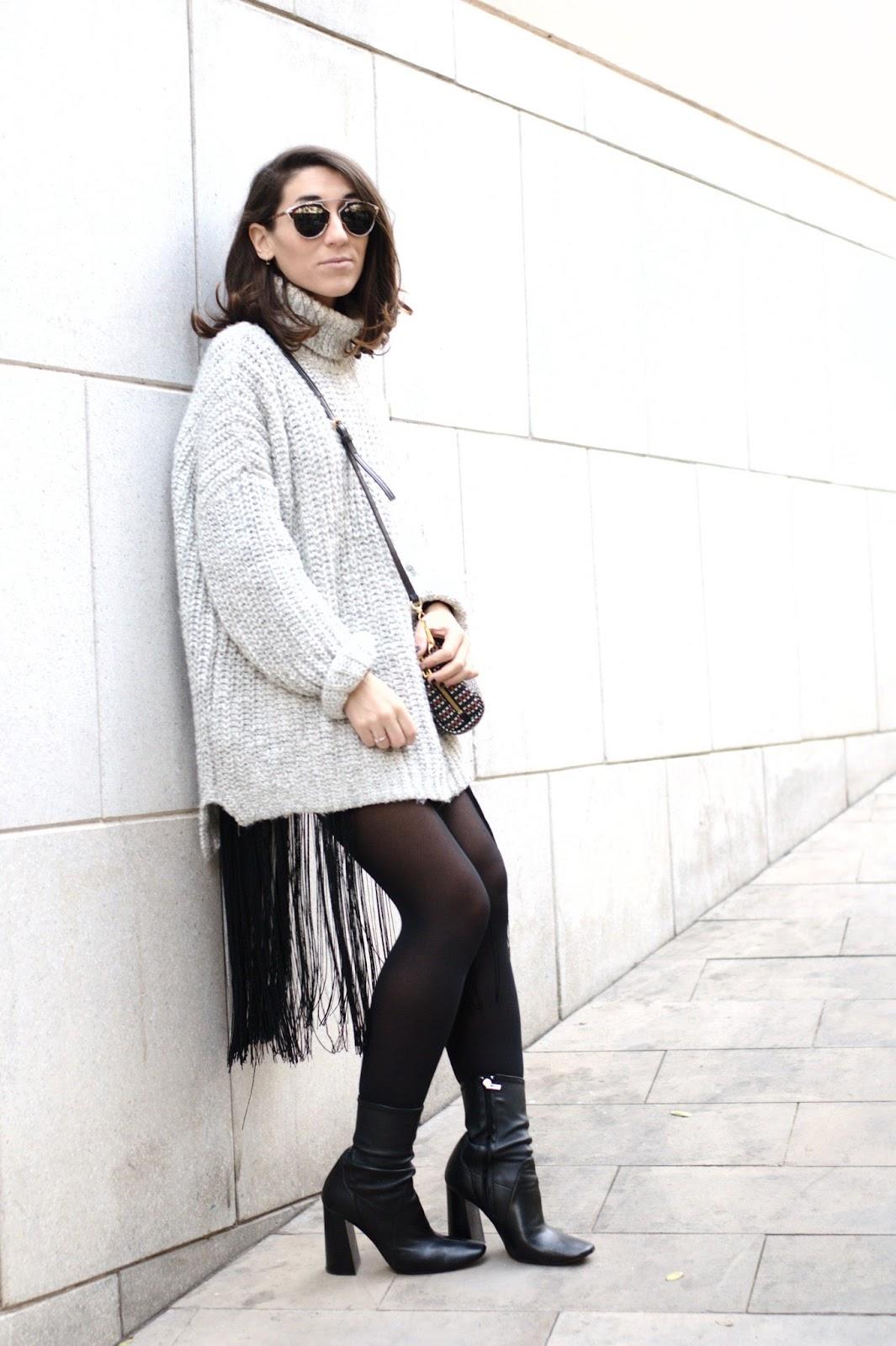 Falda H&M, Jersey y botines Zara, bolso Bimba y Lola