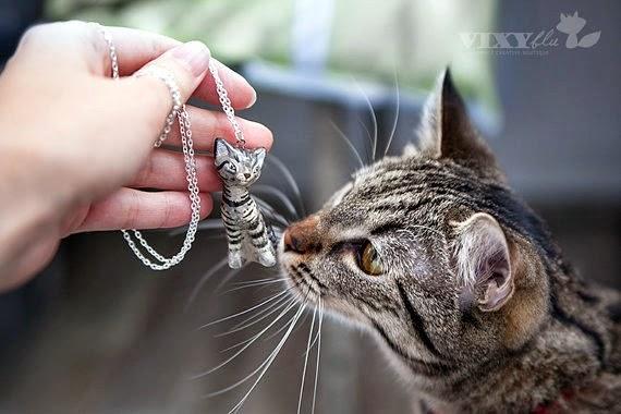 https://www.etsy.com/listing/127488582/custom-cat-portrait-pendant-silver?ref=favs_view_2
