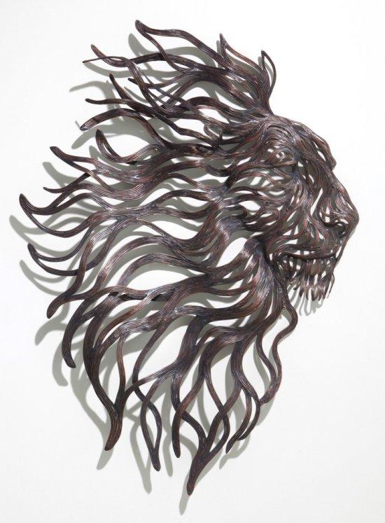 Kang Sung Hoon  esculturas de animais ao vento com tiras de metal Leão
