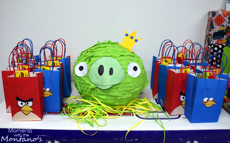 Moments with the montano 39 s angry birds party for Angry birds birthday party decoration ideas