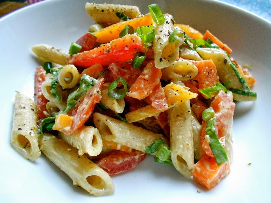 Salada Colorida de Macarrão (vegana)