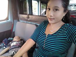 Wanita Tangguh Ini Pilih Jadi Sopir Angkot dan Berikan Nenen Anaknya Sambil Setir Mobil