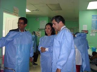 Representante de la OPS visita paciente de Colera del Hospital Musa