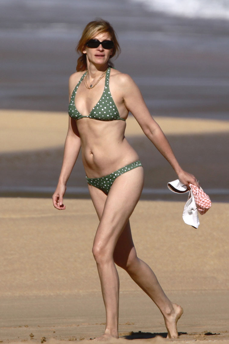 julia roberts nude at the beach