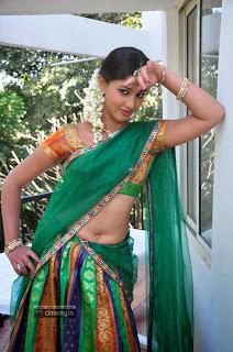 Actress-Greeshma-Stills-at-Oka-Choopuke-Padipoya-Movie-Opening
